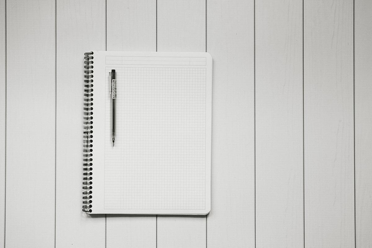 Notizblock leer und Kugelschreiber
