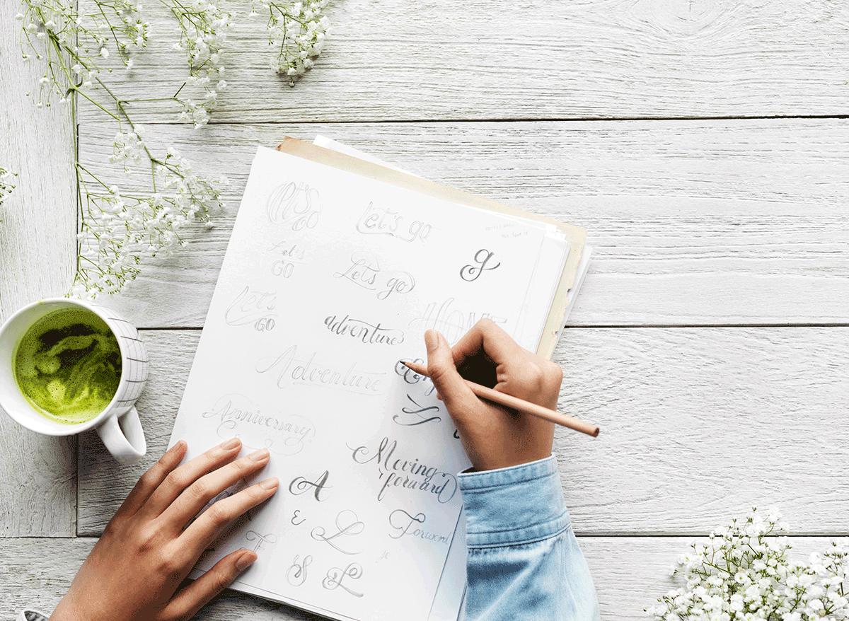 Kreativer Arbeitsplatz als Schriftenzeichner