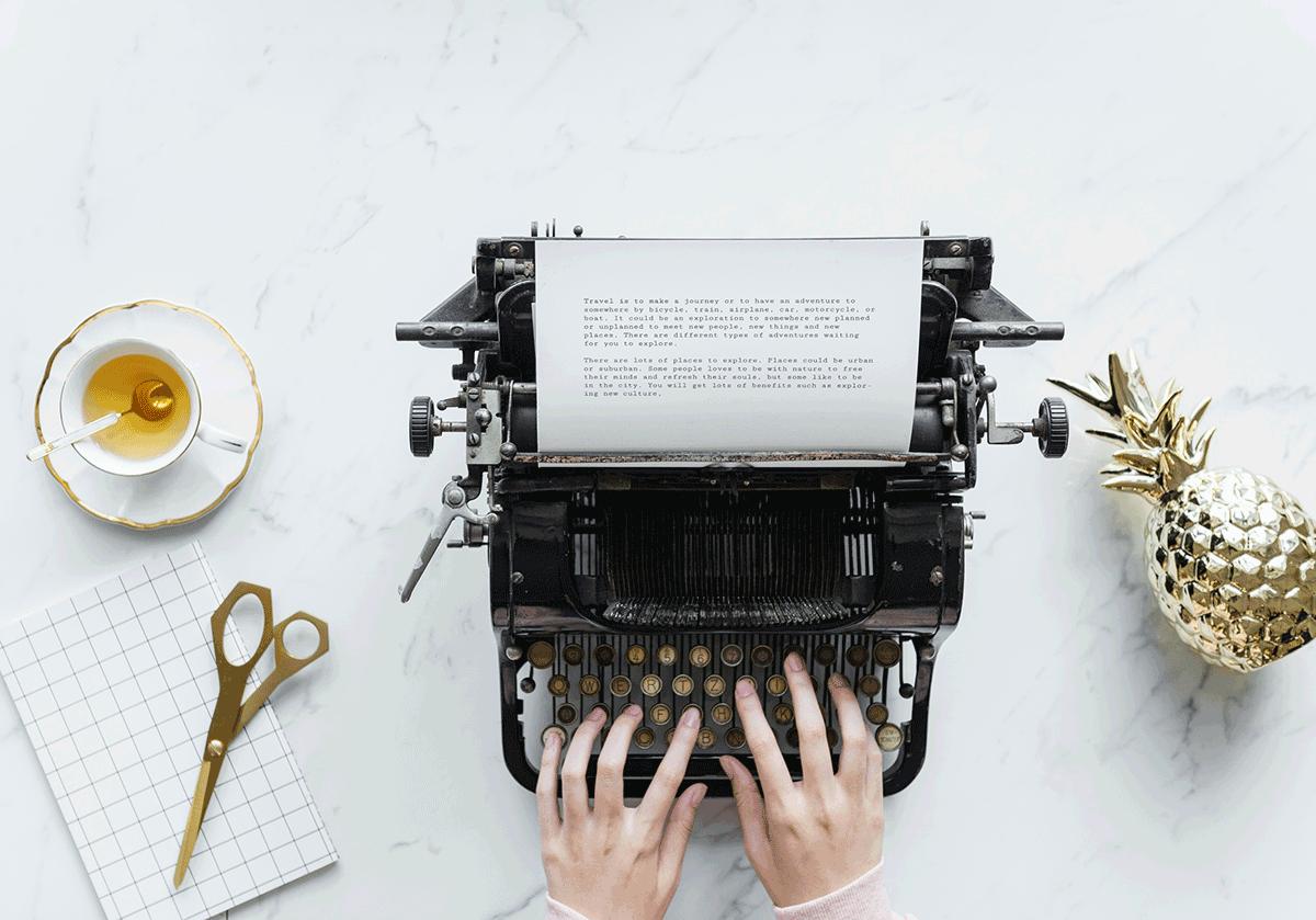 Content Writing auf Oldschool Schreibmaschine