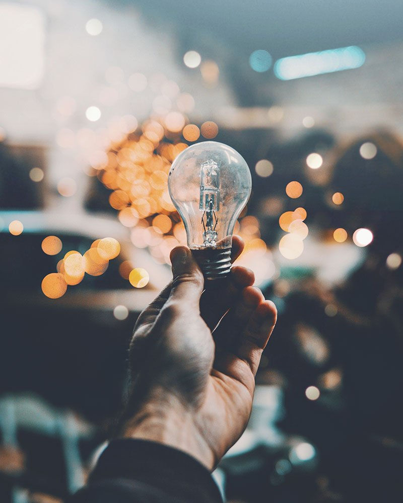 Metaphorische Glühbirne für Ideen