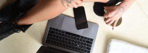 Kundenakquise am Laptop und Handy